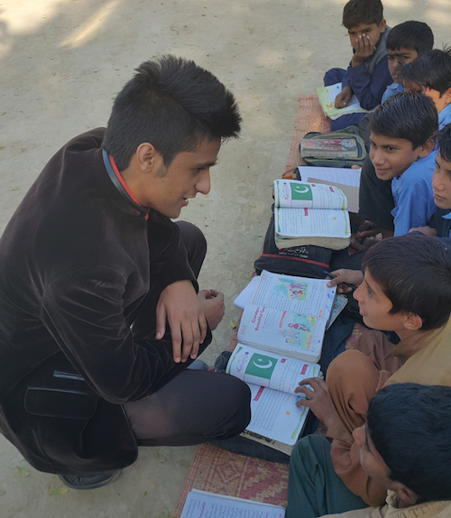 Working with communities in Pakistan to help poor schools and students