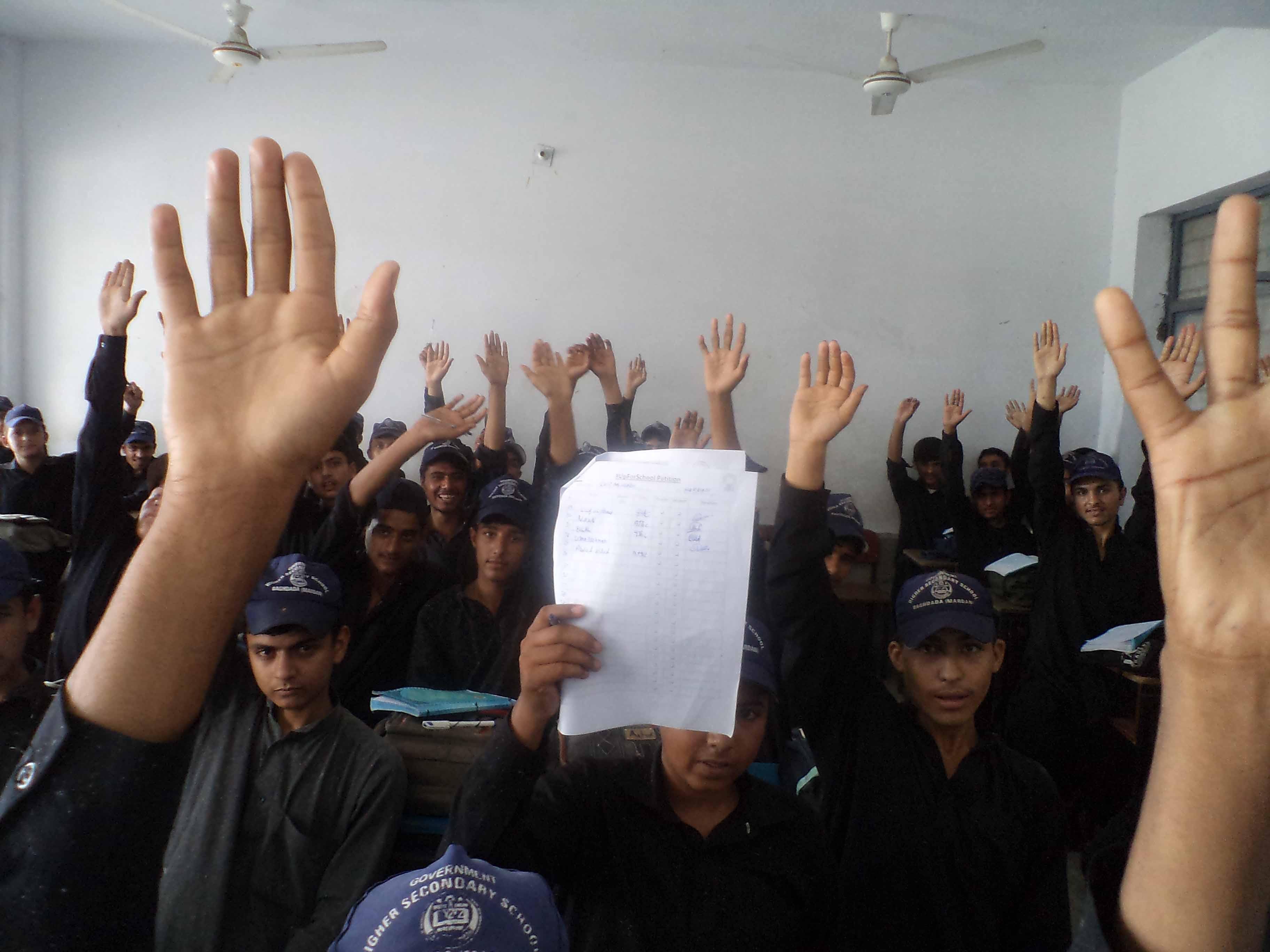 Pakistan students sign #UpForSchool petition