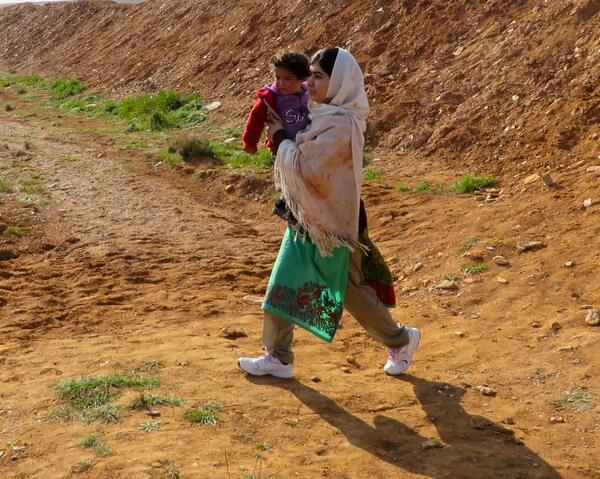 Malala sees Syrian refugees crossing border into Jordan