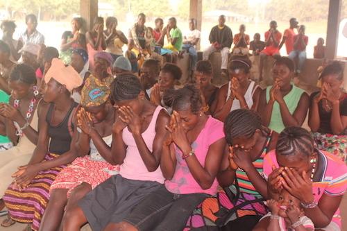 Sierra Leone girls praying during Ebola crisis