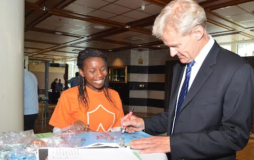 Jan Egeland of Norwegian Refugee Council signs #UpForSchool Petition