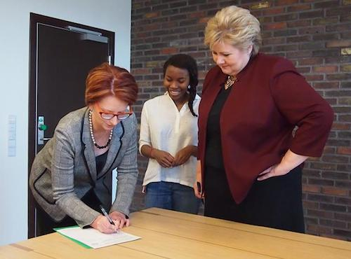 Julia Gillard signs #UpForSchool Petition watched by Hellen Griberg and Norway PM Erna Solberg