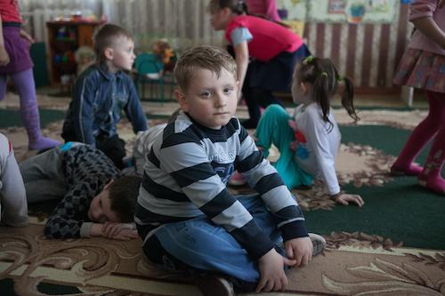 Ukrainian children at school in Donetsk Oblast damaged during fighting picture UNICEF/Filippov