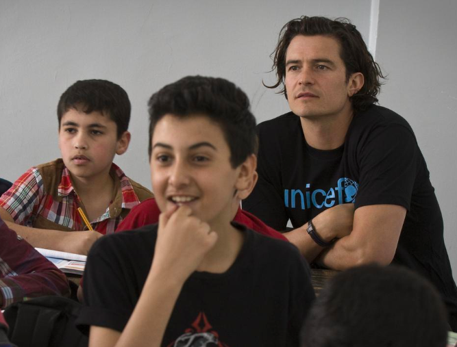 Orlando Bloom sees how Syrian refugee children live in Jordan camps