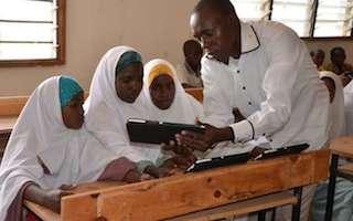 18,000 Somali refugee children in Kenya get lessons by tablet